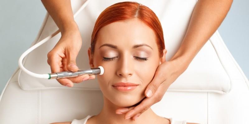 La microdermoabrasione cosmetica è ideale per viso e corpo!